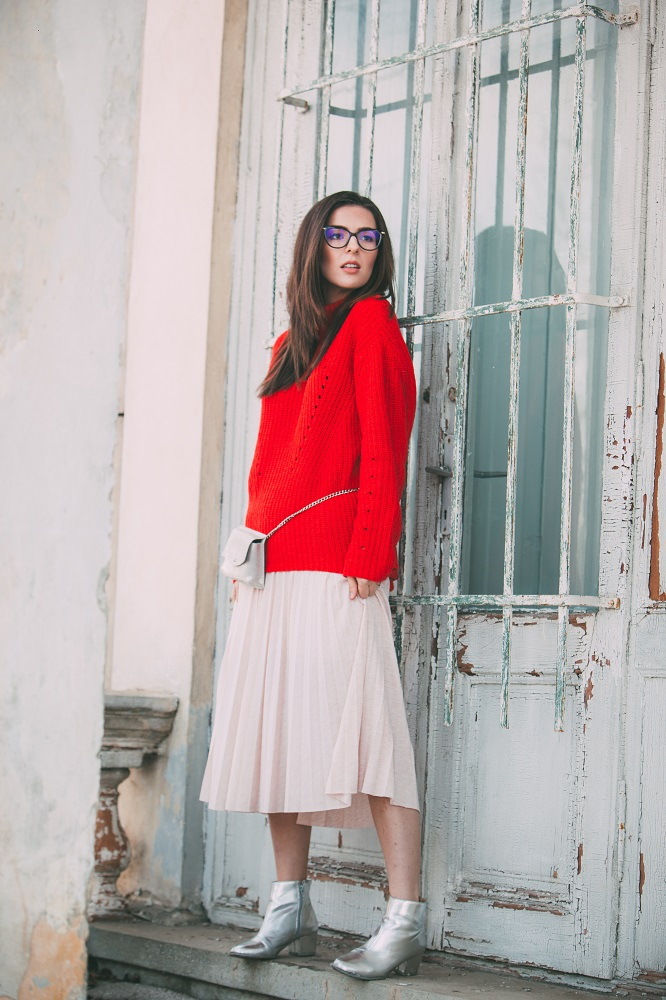 Spring, smiles, red sweater, midi skirt, vogelbags, silver boots, fashion blog, ramonacervenciuc.ro